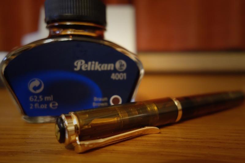 1万円で買える至高のオススメ万年筆!Pelikan M200 デモンストレーター コニャック【レビュー】