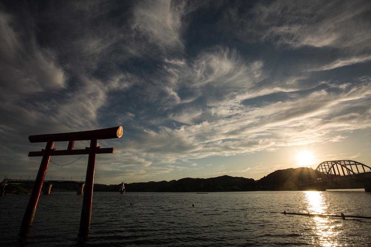 【千葉県撮影スポット】水面から伸びる鳥居を堪能できる「高滝湖」で撮り歩いて来たよ【雲を撮る】