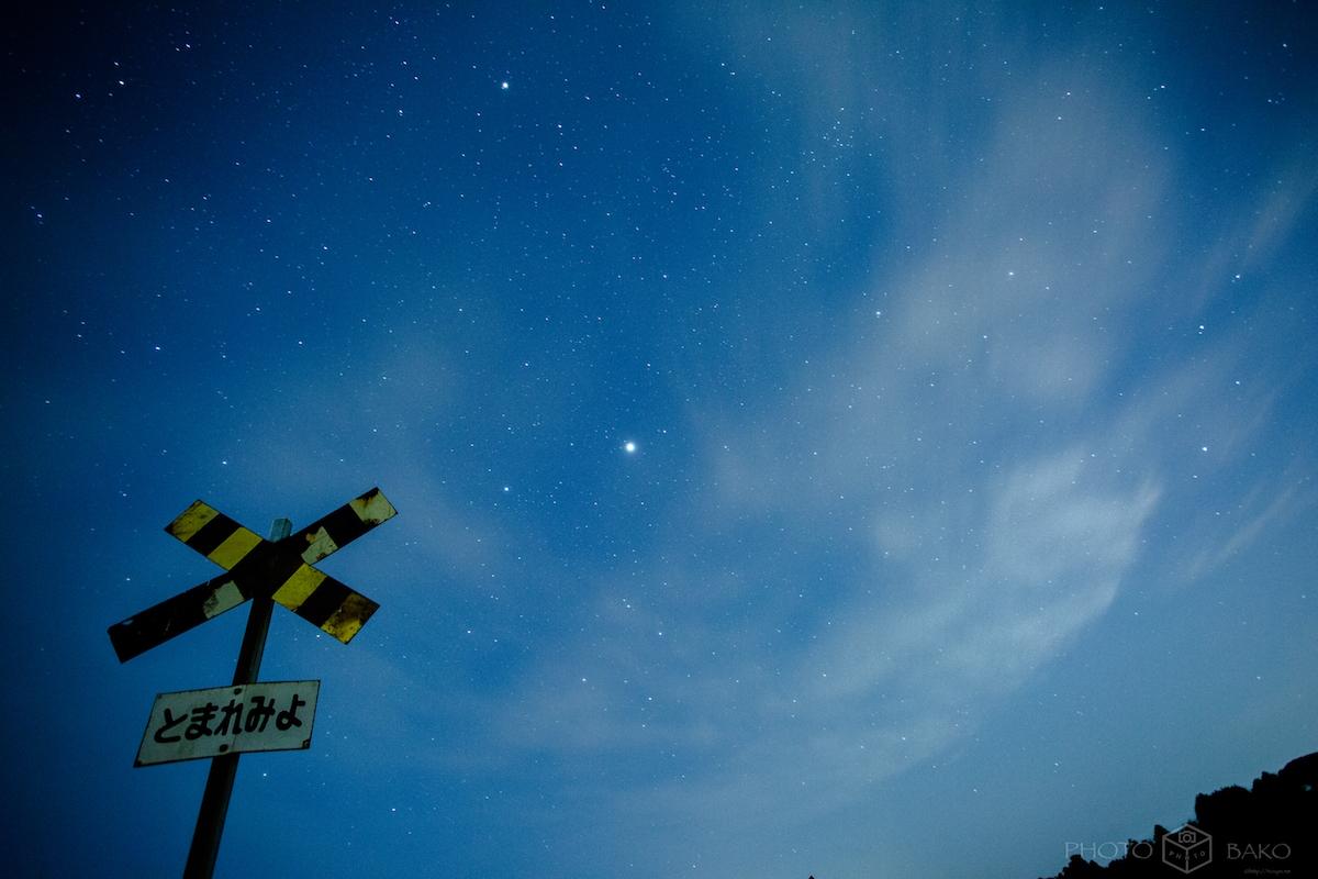 【千葉県撮影スポット】第二五之町踏切で星景を撮ってきた。6月の天の川を撮れる時間がエグい。