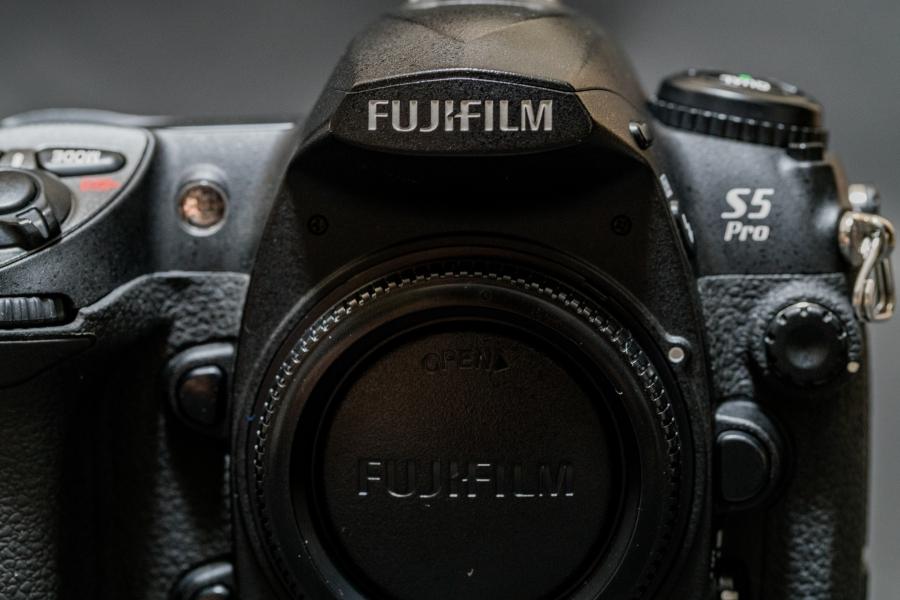ニコン一眼レフのサブ機に。FUJIFILMという選択肢。